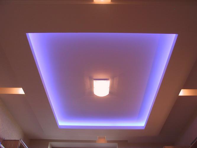 Гипсокартонный потолок с подсветкой фото
